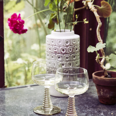 HK Swirl wine glass